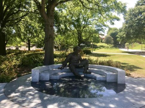 GT - Einstein Statue